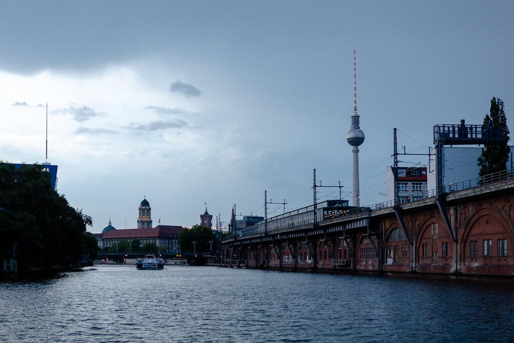 Abendstimmung auf der Spree an der Janowitzbrücke (Berlin)